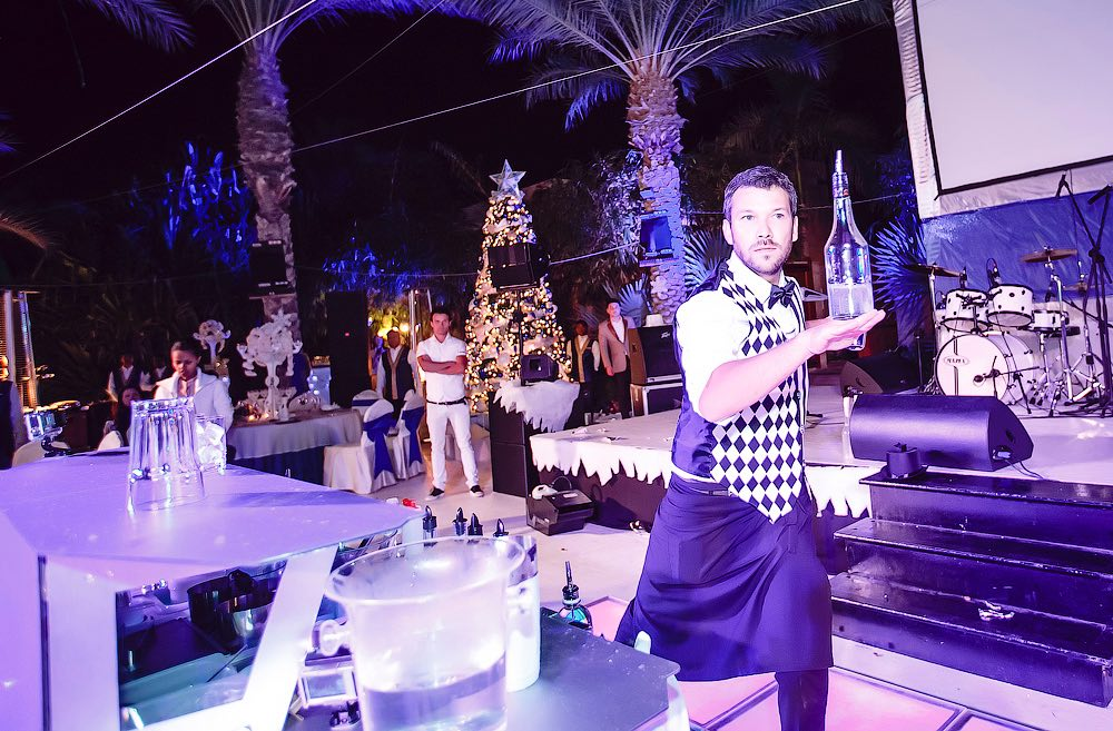 go-bar-gallery-barman-show-dubai-uae-4.jpg