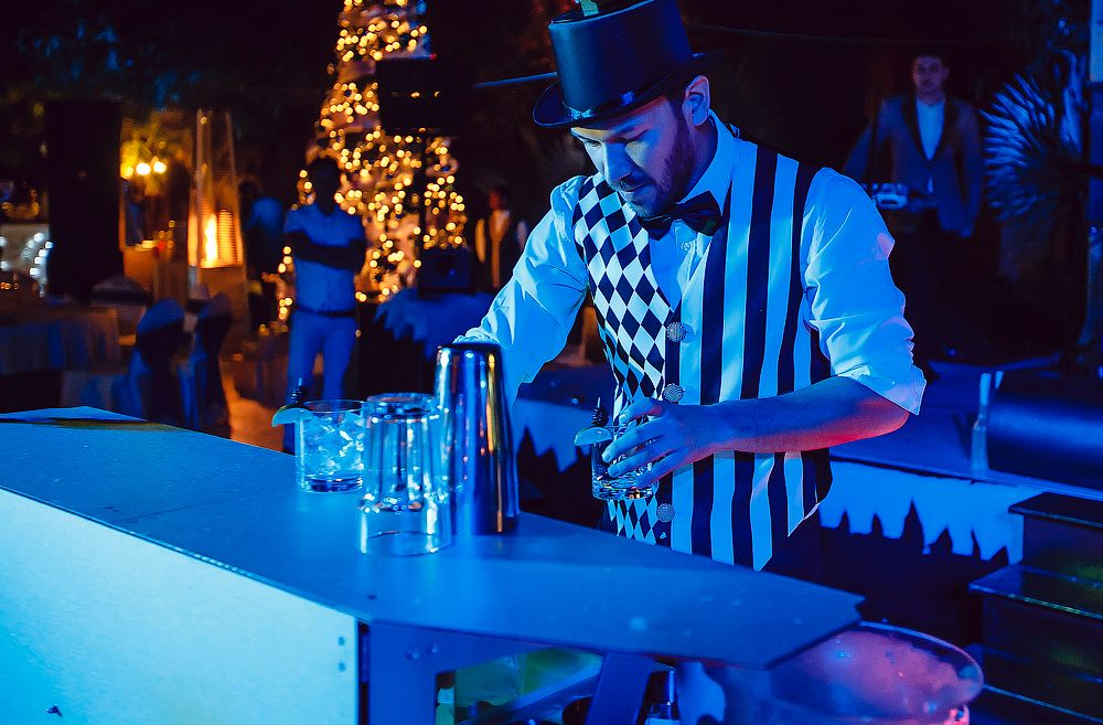 go-bar-gallery-barman-show-dubai-uae-5.jpg